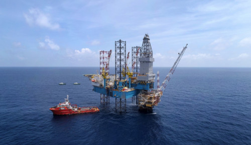 Pertamina Ajak 146 Kapal Nelayan Ikut Bersihkan Ceceran Minyak di Karawang