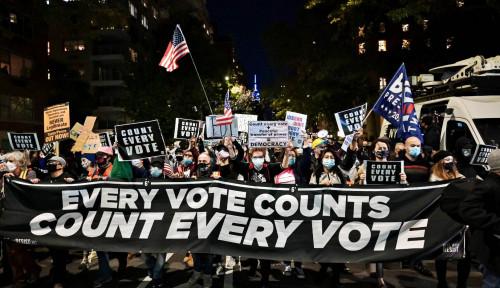 Alamak, Pendukung dan Massa Penolak Trump Baku Hantam di Washington