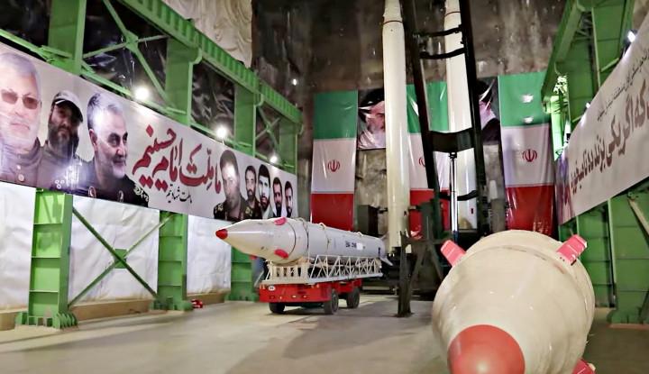 Ganasnya Rudal Iran Hujani Pangkalan Militer AS di Irak