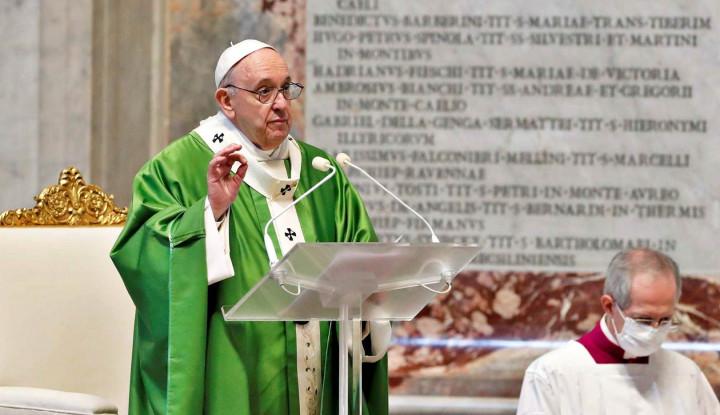 Akunnya Like Model Hot, Vatikan Lakukan Investigasi Akun Paus Fransiskus