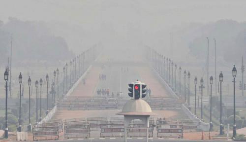 Bikin Merinding! Kepulan Asap Kremasi Penuhi Langit India