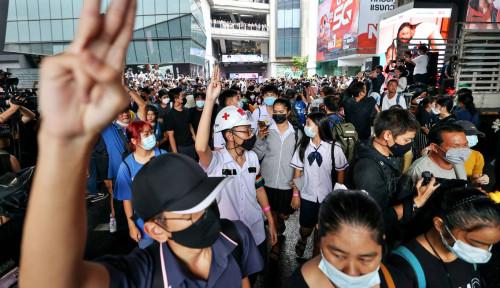 Gegara Prayuth Kondisi Memanas, Para Demonstran yang Marah Geruduk Parlemen Thailand