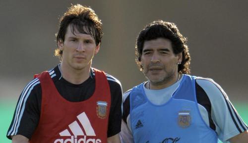 Diego Maradona di Mata Lionel Messi