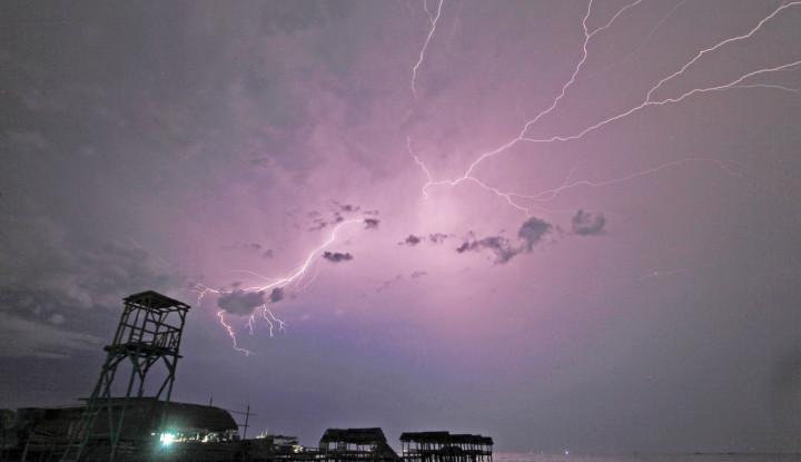 Ramalan Cuaca BMKG Hari Ini di Jakarta: Waspada Hujan Disertai Petir