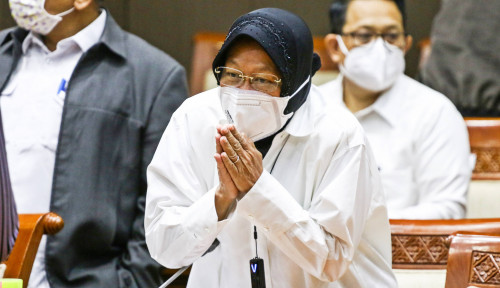 Tri Rismaharini Blusukan: Banjir Kritikan hingga Dianggap sebagai Ancaman