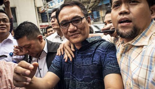 SBY Diserang Hoaks, Andi Arief Doakan Prof Linglung-Dewi Tanjung: Semoga Kembali ke Habitatnya