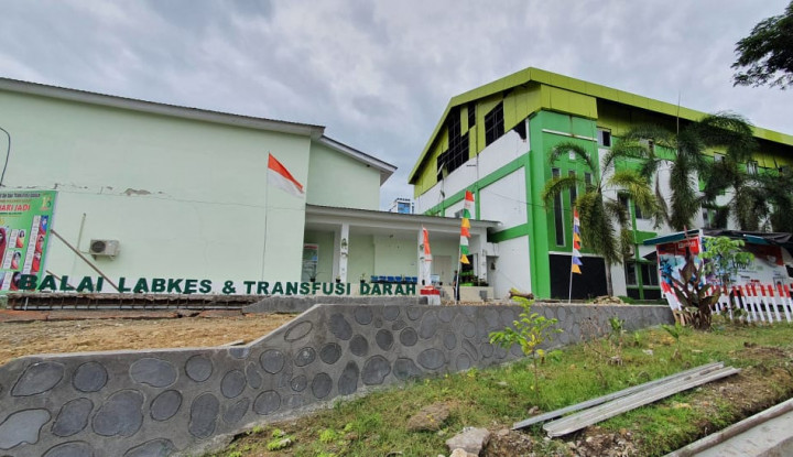 PLN Pulihkan Tiang Roboh Akibat Longsor di Kalsel, Listrik untuk 690 Pelanggan Kini Kembali Nyala