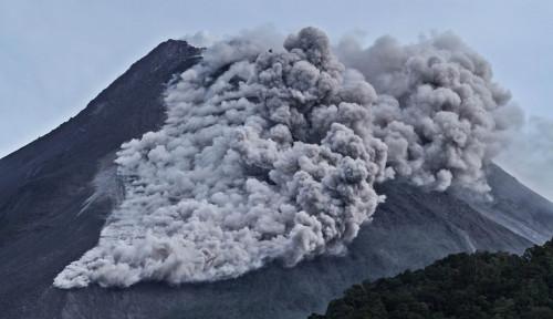 Gunung Merapi Muntah, Guguran Awan Panas Masuk Zona Bahaya
