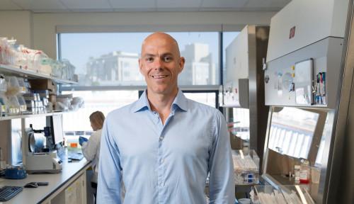 Foto Perkenalkan Carl Hansen, Profesor Sains yang Jadi Miliarder Berkat Corona