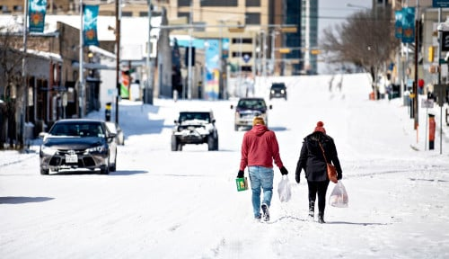 Dilanda Salju sampai Kekurangan Air, tapi Rakyat Texas Malah Disuruh Bayar Tagihan Listrik Rp70 Juta