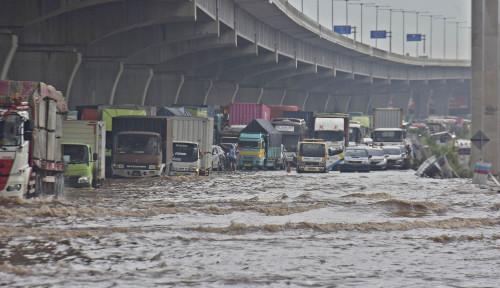 Air Sampai Masuk Kantor Gubernur, Banjir Ganjar Ternyata Lebih Parah dari Banjir Anies