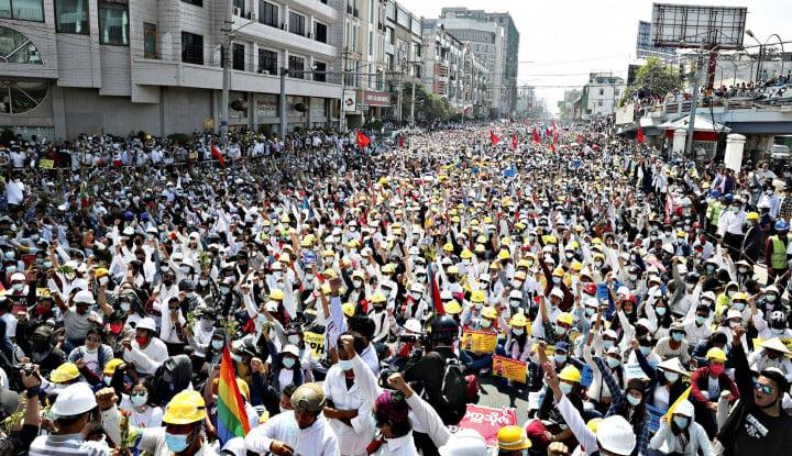 Ngeri! Pedemo Anti-kudeta di Yangon Jadi Sasaran Amukan Pendukung Junta Militer