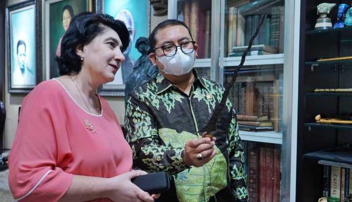 Gak Ada Duanya! Fadli Zon Berani Pamer Keris Ini di Muka Dubes Armenia