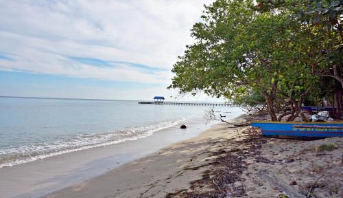 Berenang Bareng Sandiaga, Kelakuan Gubernur Ini Bikin Geli