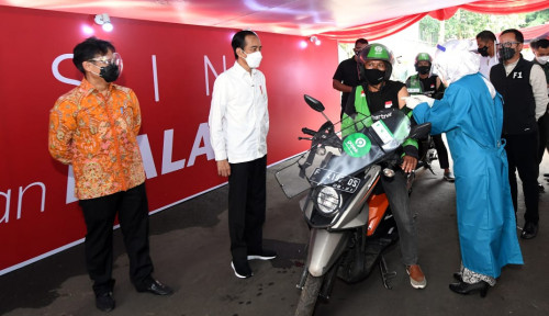 Jokowi Minta Vaksinasi Drive-Thru Diperluas