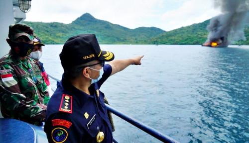 KKP dan Kejaksaan Tenggelamkan 10 Kapal Illegal Fishing di Laut Natuna Utara