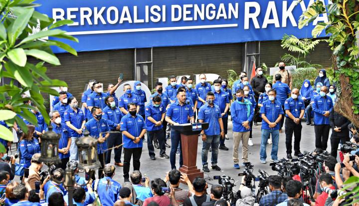Untung Gak Baper, Kritik Fadjroel ke SBY Soal Ngecat Pesawat Diungkit: Beye, Kamu Pikir Rakyat Bodoh