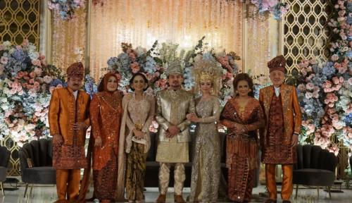 Krisdayanti Sempatkan Waktu Hadiri Acara Pernikahan Anak Idris Laena