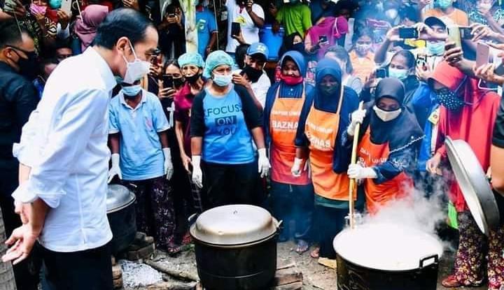 Presiden Jokowi Sempat Mampir ke Dapur Umum Baznas di Ile Ape NTT