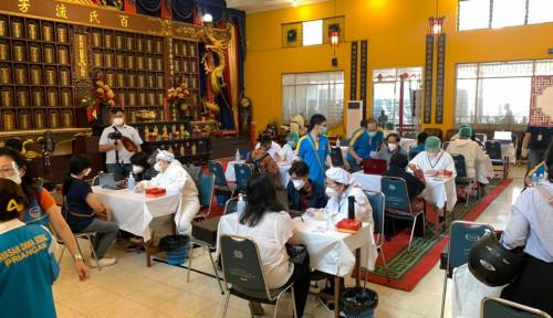 Giliran Komunitas Tionghoa Bantu Vaksinasi Covid-19 Ribuan Guru dan Lansia