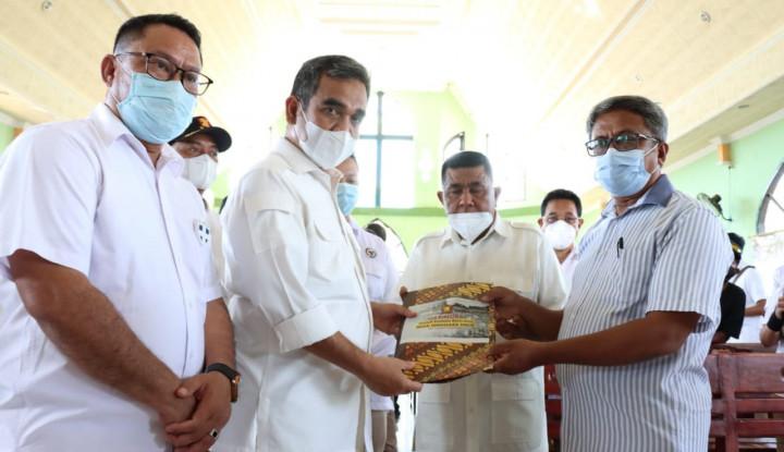 Sesuai Arahan Prabowo, Sekjen Gerindra Bagikan Bantuan untuk Korban Bencana Alam di NTT