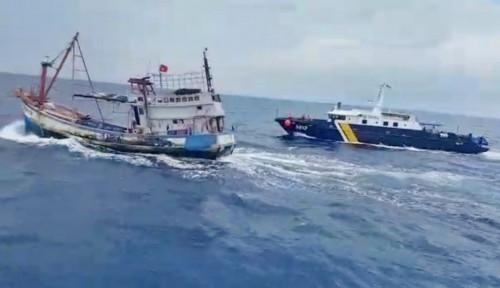 Gigihnya Kapal Pengawas KKP Mengejar Pencuri Ikan di Laut Natuna Utara