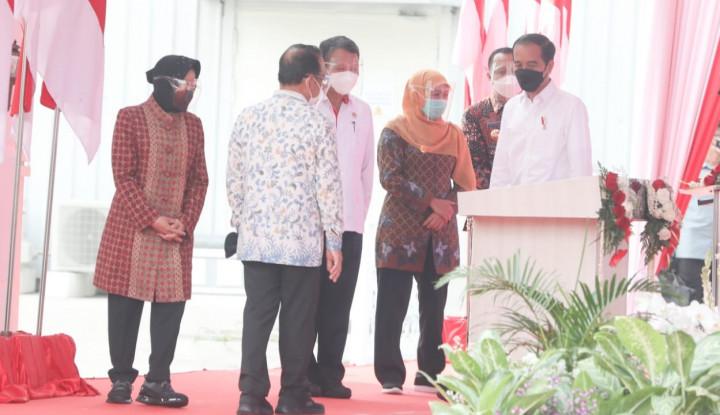 Senangnya Jokowi sampai Kasih Dua Jempol ke Risma Gara-gara...