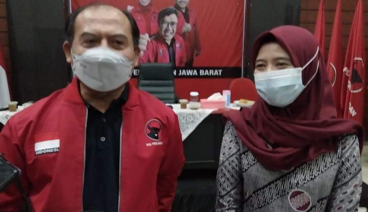 Dampak PHK, PDIP Jabar Salurkan Ratusan Ribu Paket Sembako