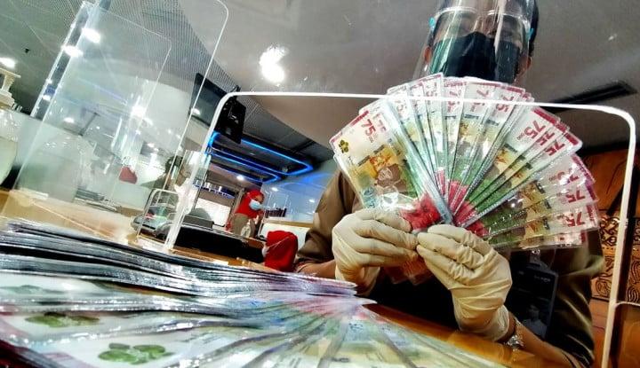 Rupiah Hari Ini Tumbangkan Mata Uang Global, Dolar AS Keok ke Rp14.300-an