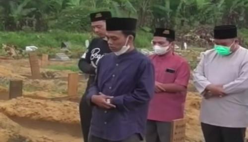 Ustadz Abdul Somad Ziarah Makam Tengku Zulkarnain dan Langsung Pimpin Salat Gaib