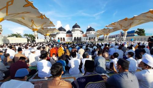 Jemaah Salat Idul Fitri di Masjid Baiturrahman Banda Aceh Membeludak, Terapkan Prokes?