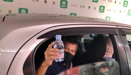 Sukseskan Vaksinasi Drive Thru Gojek Indonesia, Le Minerale Bagikan Air Mineral Gratis