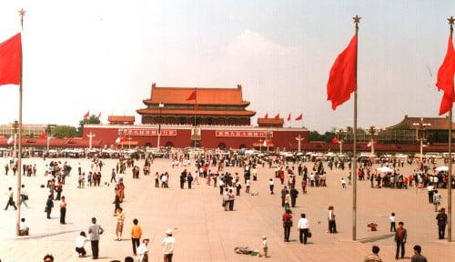 Di Hari Tragedi Tiananmen, Polisi-polisi Hong Kong Ciduk Banyak Aktivis