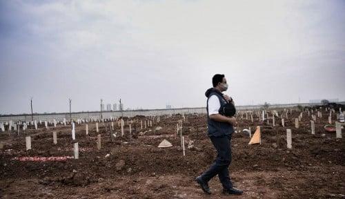 Anies Foto di Pemakaman Covid-19, Ferdinand Langsung Komentar Pedas Tanpa Ampun