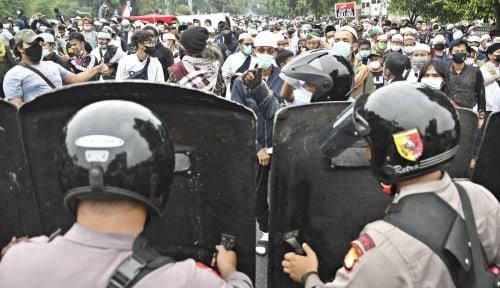Tertibkan Kerumunan Hollywings, Kenapa Polisi Tak Kerahkan Panser dan Gas Air Mata seperti Kasus HRS