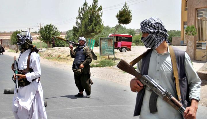 Tanpa Aba-Aba, Taliban Tembak Helikopter Militer Afghanistan