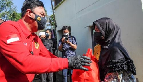 Kepala BIN Turun Langsung Salurkan Sembako ke Warga Terdampak PPKM