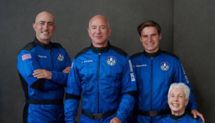Foto Berita Mohon Maaf Jeff Bezos, Meski Anda ke Antariksa, Anda Tetap Bukan Astronot!