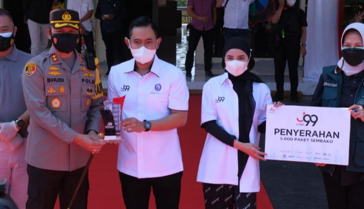 Gak Kaleng-Kaleng, Bos J99 Corp Bagikan Ribuan Sembako untuk Warga Malang