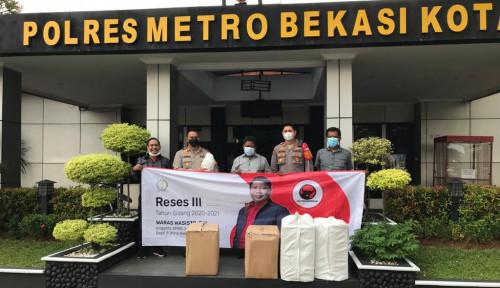 Anggota DPRD Jabar Waras Wasisto Serahkan Bantuan Ribuan APD ke Polres Metro Bekasi Kota