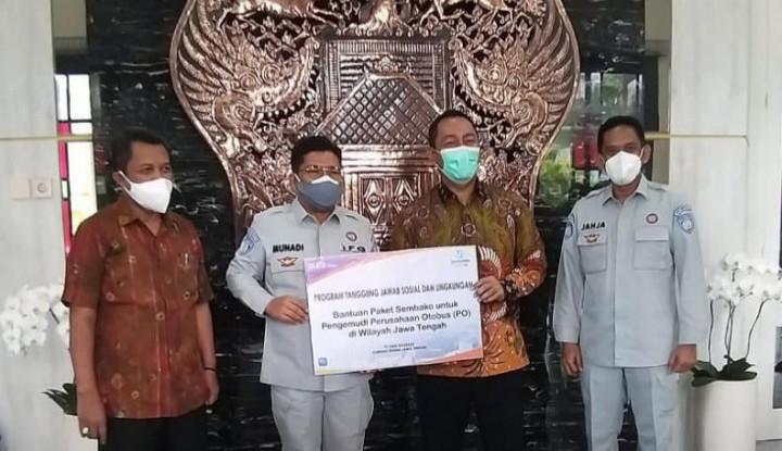 'Hijaukan Semarang' Jasa Raharja Serahkan 101 Pohon dan Sembako