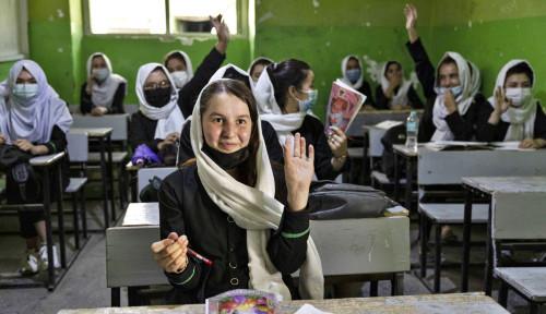 Sedih! Sekolah Menengah di Afghanistan Kembali Dibuka, Tanpa Siswi dan Guru Perempuan