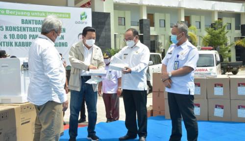Adaro Serahkan 65 Konsentrator Oksigen dan 14.000 Paket Vitamin ke Kabupaten Tabalong dan Balangan