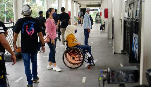 Dorong Transportasi Publik Lebih Inklusif, UNDP Tampilkan Video Edukatif di Stasiun dan Halte