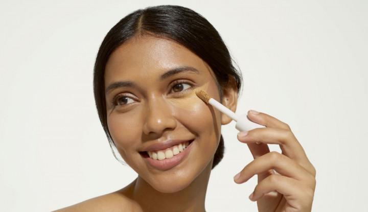 Praktis dan Banyak Manfaat, Ini 5 Alasan Face Concealer Wajib Ada di Tas Makeup Kamu