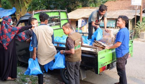 Korban Banjir Lebak Banten Terima Bantuan dari Amalsholeh.com