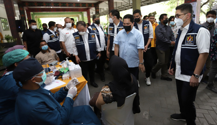 Menteri BUMN Tinjau Vaksinasi Masal Kadin di Kampus Unpab Medan