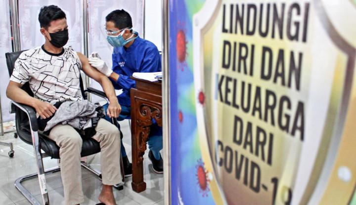 Vaksinasi Covid-19 RI Tembus 2 Juta Dosis Per Hari | Infografis