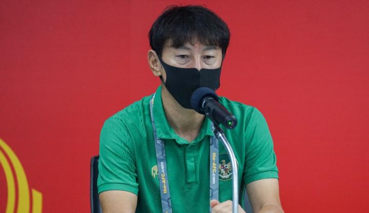 Shin Tae-yong Lakukan Variasi Latihan Menggendong