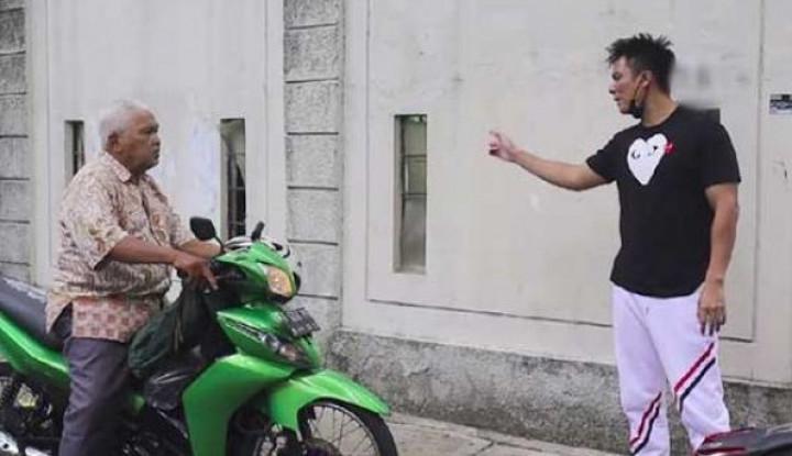 Baim Wong Minta Maaf dan Cium Tangan, Kakek Suhud Malah Begini